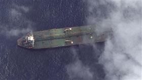 مستشار الأمن القومي الأمريكي ينشر صورة لناقلة النفط الإيرانية قرب ميناء سوري