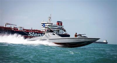 إيران تحتجز سفينة بطاقمها في الخليج وتتهمها بتهريب وقود