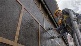 السعودية: استكمال الأعمال الدورية لصيانة الكعبة المشرفة