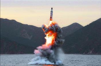 كوريا الشمالية تطلق مقذوفين «مجهولين»
