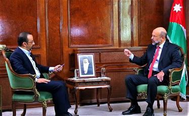 رئيس الوزراء الأردني الدكتور عمر الرزاز خلال المقابلة