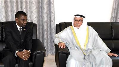 وزير الديوان الأميري ينقل تعازي سمو الأمير بوفاة الرئيس السابق لزيمبابوي