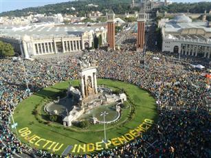 مسيرة حاشدة في «برشلونة» لتجديد المطالبة بالانفصال عن إسبانيا