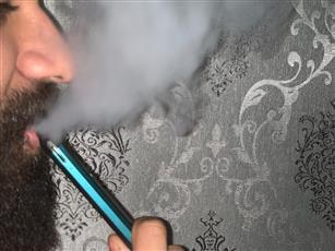 السجائر الإلكترونية.. لم تعد بديلاً آمناً بعد استشعار خطرها على الصحة