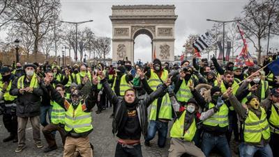 «السترات الصفراء» تعود إلى شوارع باريس