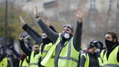 الشرطة الفرنسية تفرق تظاهرة للسترات الصفراء