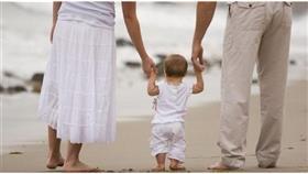 مراحل تطور قدرات الحركة والمشي لدى الرضيع