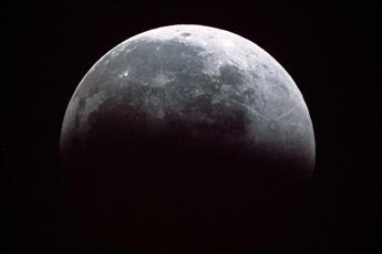 الفلكي السعدون: رصد خسوف ظليلي للقمر في البلاد