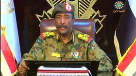 السودان يعيد فتح مجاله الجوي بعد إنهاء تمرد عناصر من المخابرات