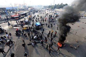 العراق: إصابة 7 في اشتباكات ببغداد والسلطات تزيل الحواجز وتفتح الطرق