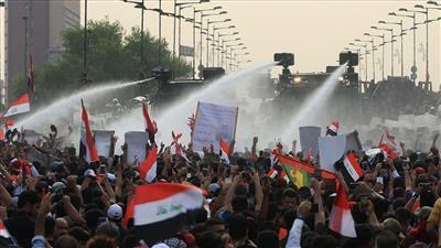 قتيلان في احتجاجات العراق وجريح بصواريخ على السفارة الأمريكية
