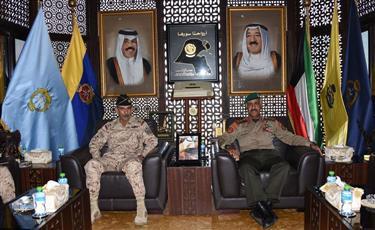 الفريق الركن محمد الخضر خلال لقائه اللواء الركن نايف ال سعود