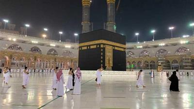 أول أفواج المعتمرين تصل مكة بعد إغلاق دام 7 أشهر بسبب كورونا