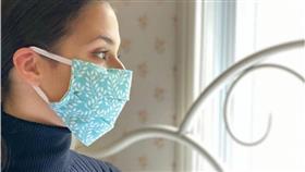 دراسة: النساء أكثر اهتماماً بإجراءات الوقاية والتباعد في مواجهة كورونا
