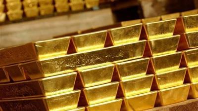 الذهب ينخفض بفعل ارتفاع الدولار