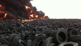 الإطفاء تتعامل مع حريق إطارات على طريق السالمي