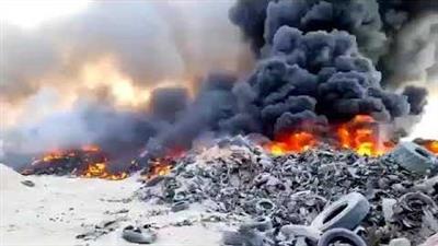 الهيئة العامة للبيئة تتواجد في موقع حريق الإطارات بالسالمي
