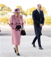 لأول مرة منذ بداية الجائحة.. ملكة بريطانيا تظهر في مختبر للعلوم