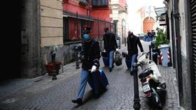 إيطاليا تتجه إلى فرض حظر التجول ليلا والتعليم عن بعد لكبح تفشي كورونا