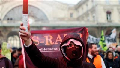 تظاهرات مرتقبة في أنحاء فرنسا بعد جريمة قتل مدرّس