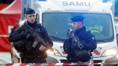 فرنسا.. اعتقال 11 مشتبها به في قضية قطع رأس المعلم