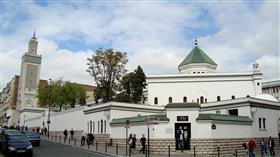 السلطات الفرنسية تأمر بإغلاق مسجد قرب باريس