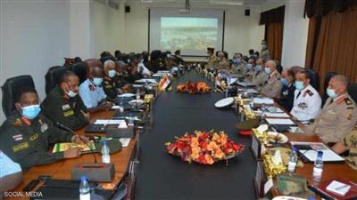 جانب من اجتماع مسؤولين عسكريين مصريين مع نظرائهم السودانيين