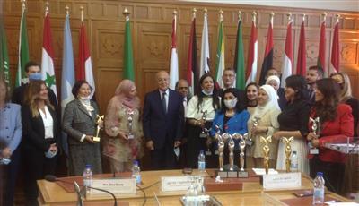 المجلس العربي يكرم كوثر الجوعان بمجال الأمن والسلام