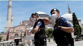 تركيا تفرض حظر تجول نهاية الأسبوع لمواجهة تفشي كورونا