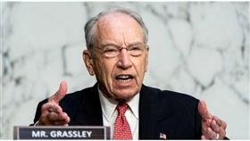 إصابة رئيس لجنة المالية بمجلس الشيوخ الأمريكي بكورونا