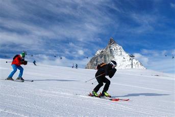 منتجعات التزلج السويسرية تتغلب على عمليات الإغلاق في جبال الألب