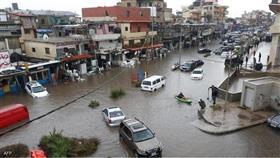 الأمطار الغزيرة تغرق شوارع العاصمة اللبنانية بيروت