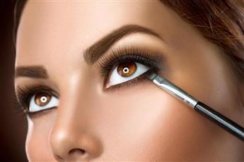 خطوات رسم كحل لتكبير العيون