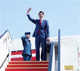 رئيس وزراء كندا يغادر البلاد