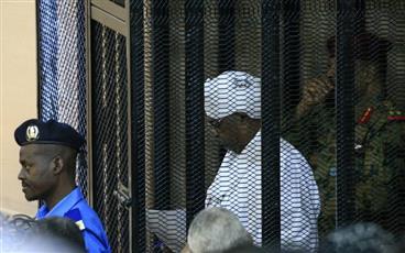 وزير الإعلام السوداني: محاكمة البشير قد تكون في لاهاي