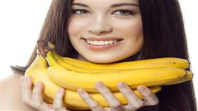 في التجميل والتلميع والتنظيف.. استخدامات مختلفة لقشر الموز!