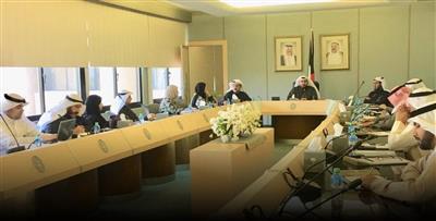 وزير الصحة يبحث الاستعدادات لاستقبال الكويتيين العائدين من إيران