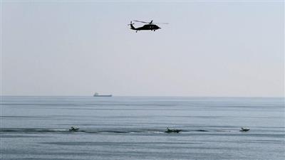 إيران تحتجز سفینة أجنبية في خليج عمان وتعتقل 13 بحارا كانوا على متنها