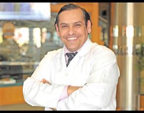استشاري جراحة العيون د.يوسف الظفيري يحذر من خطورة استخدام المياه بالاحتفالات الوطنية على صحة العيون
