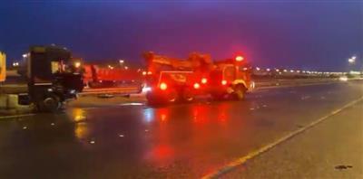 «الإطفاء»: حادث تصادم بين 6 حافلات نقل ركاب وصهريج نقل مياه على «الدائري السادس»