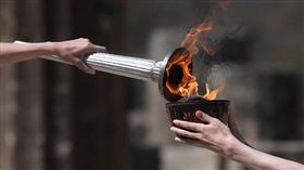 تسليم الشعلة الأولمبية في أثينا بلا جمهور