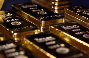 الذهب يهبط قبيل بيانات إعانة البطالة الأمريكية