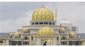 كورونا يتسلل إلى القصر الملكي في ماليزيا