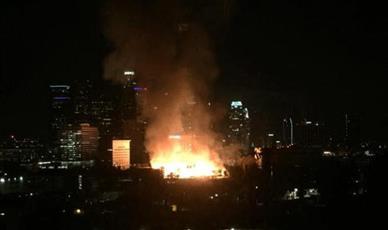 إصابة 10 من رجال الإطفاء بحريق في لوس أنجلوس الأمريكية