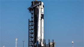 «سبايس إكس» تعلن إرجاء إقلاع في أول مهمة فضائية مأهولة بسبب رداءة الطقس