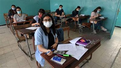 تونس.. طلاب الثانوية يعودون للمدارس بالكمامة