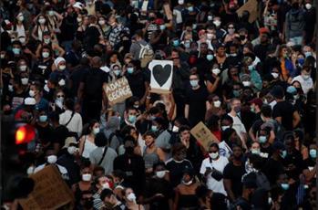 الشرطة الفرنسية تفرق حشدًا أحيا ذكرى مقتل رجل أسود عام 2016