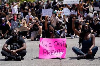 إصابة شرطي في نيويورك بالرصاص وطعن آخر وسط الاحتجاجات