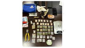 الداخلية: ضبط 3 أشخاص بحوزتهم مواد يشتبه بأنها مخدرة