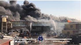 5 فرق إطفاء تسيطر على حريق مخزن بمنطقة أمغرة